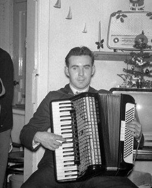 billy MacDougal playing the accordian